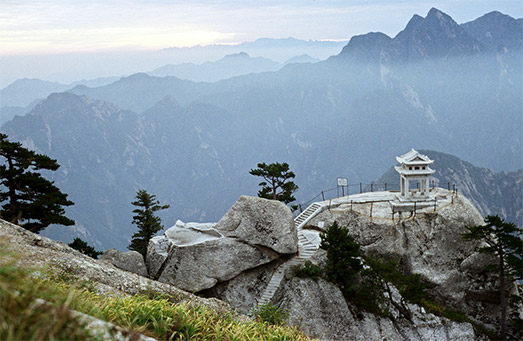 Hua_Shan_mountain_temple